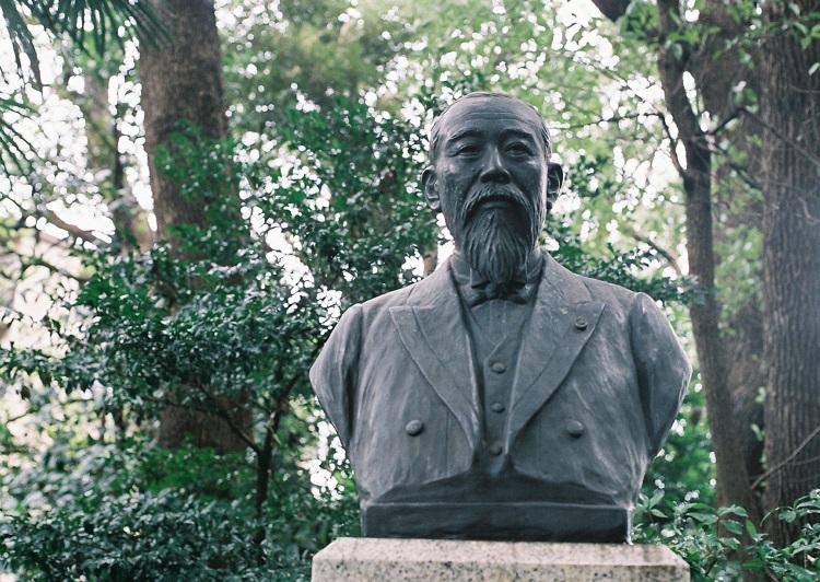 伊藤博文公墓所石像