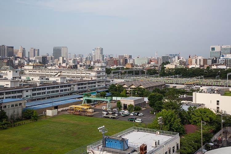 鉄道100景 旧権現台に建つ東京総合車両センター